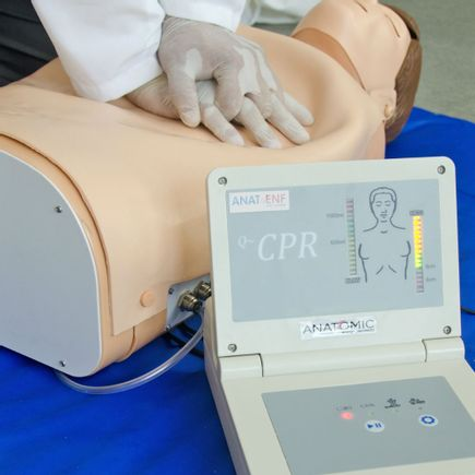 simulador-torso-para-treino-de-rcp-com-pulso-carotideo-e-painel-led.centermedical.com.br